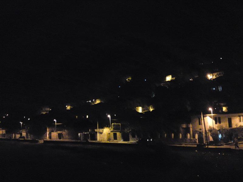 川沿いの夜の景色